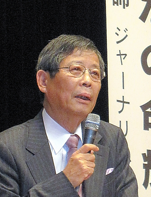 大分市内での憲法記念講演会では講師を務めた=2009年2月