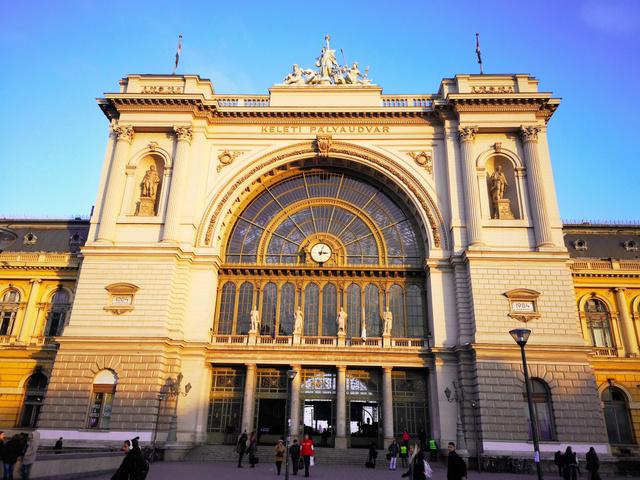 ブダペスト東駅=2018年12月6日、ブダペスト、吉岡桂子撮影