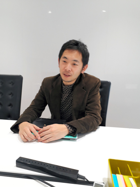 ローンディールを設立した原田未来さん。「外の世界を知るには転職しか選択肢がないことに疑問を持ちました」=東京・日比谷