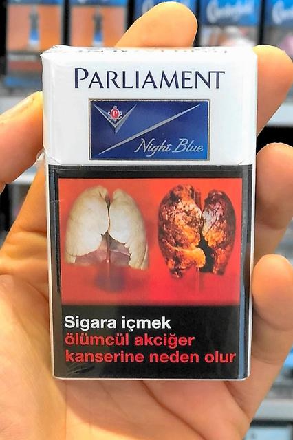 トルコのたばこ。真っ黒い肺=其山史晃撮影