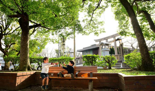 「オダサク」が遊んだ生国魂神社前。今でも緑が色濃く残る=大阪市天王寺区、滝沢美穂子撮影