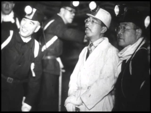 映画から。九州を巡幸した際、三井三池炭鉱を視察する昭和天皇=1949年5月