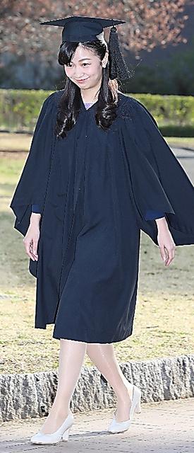 国際基督教大の卒業式に臨む佳子さま=22日午前、東京都三鷹市、嶋田達也撮影
