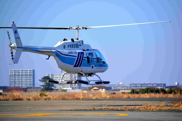 ラストフライトに飛び立つSH176機=2019年3月20日、宮城県岩沼市の仙台航空基地