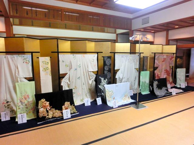 呉服の名匠、名家による上品約200点が並んだ昨年の高島屋の上品会=京都・大覚寺