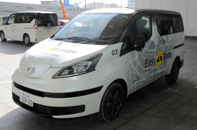 DeNAと日産自動車が共同開発を進める無人運転サービス「Easy Ride」は、日産の電気自動車「e―NV200」がベースだ=横浜市西区