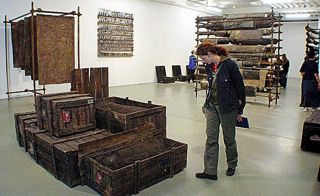非欧米系の作品が多数並んだ2002年のドクメンタ
