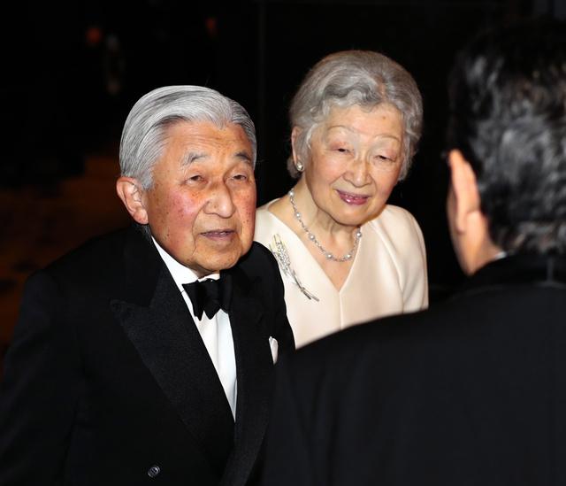 日本国際賞の祝宴の会場に到着した天皇、皇后両陛下=2019年4月8日午後6時34分、東京都千代田区、嶋田達也撮影