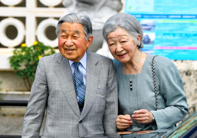 与那国島を訪れた天皇、皇后両陛下。退位前最後の沖縄訪問となった=2018年3月、沖縄県与那国町