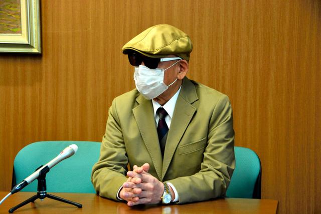 懲戒請求を取り下げて和解した男性=2019年4月11日午前11時17分、横浜市中区、飯塚直人撮影