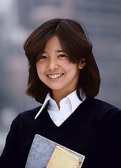 「週刊朝日」の1980年1月25日号の表紙には、この宮崎美子さんの写真が掲載された。このあとカメラのCMに出演して大人気に