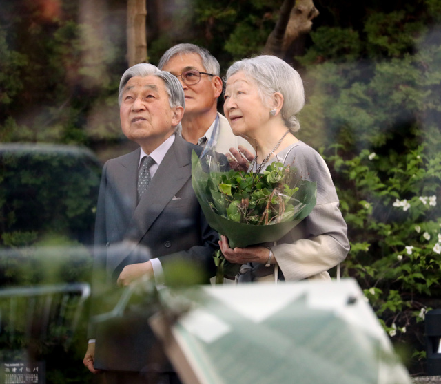 「ねむの木の庭」を訪れた天皇、皇后両陛下=2019年4月13日午後5時2分、東京都品川区、嶋田達也撮影