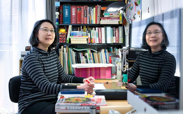 今まで関わった中で好きな本の一つが「辰巳芳子 慎みを食卓に」(NHK出版)。「思いの伝わる丁寧な作りの本に関わりたい」と話す=東京都練馬区、山本倫子撮影