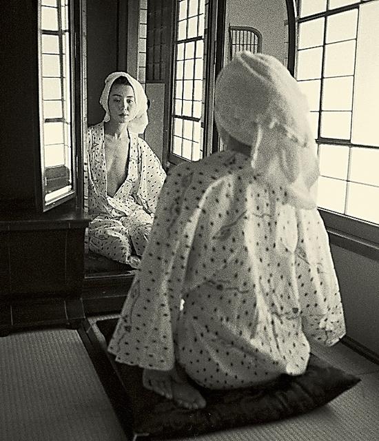 樋口可南子さんの写真集『water fruit』(1991年、朝日出版社)から