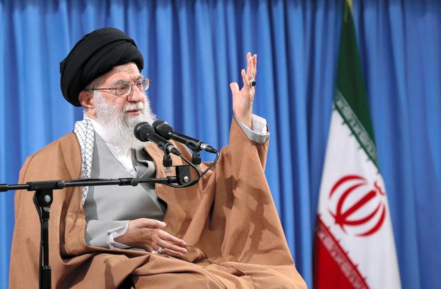 イランの最高指導者ハメネイ師。最高指導者事務所提供(AP)