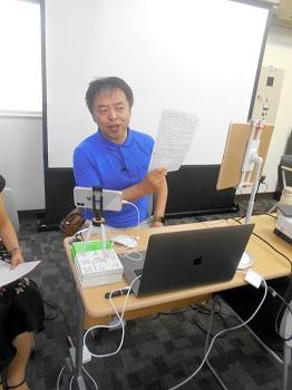 公開セカンドオピニオン講演会で、患者の質問に答える押川勝太郎さん=東京都内