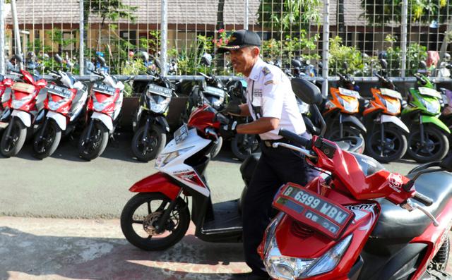 インドネシアで人気の日系メーカーのスクーター=2019年2月1日、南タンゲラン、野上英文撮影