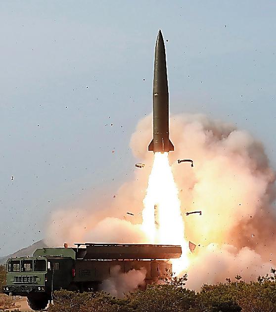 軍事訓練の一場面。朝鮮中央通信が配信した=朝鮮通信。発射された飛翔体がロシア製の「イスカンデル」に似ていると指摘されている