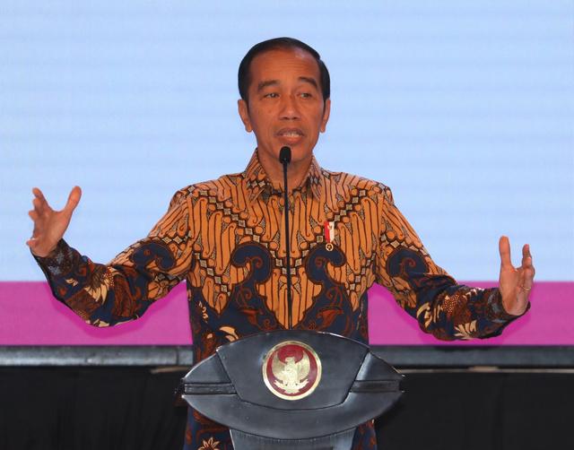 インドネシアの国家開発方針について発表するジョコ大統領=2019年5月9日、ジャカルタ、野上英文撮影