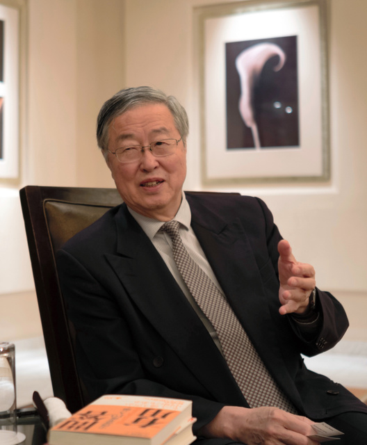 インタビューに応じる中国人民銀行の周小川前総裁=2019年5月29日、東京・六本木、福田直之撮影