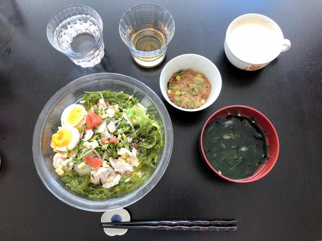 「痛風」の回に登場した佐々木義孝さんの朝食。健康的なメニューを心がけている(本人提供