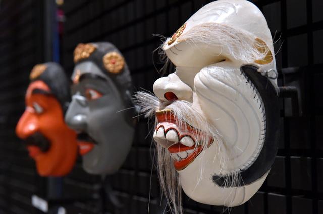 インドネシアの仮面=大阪府吹田市、滝沢美穂子撮影