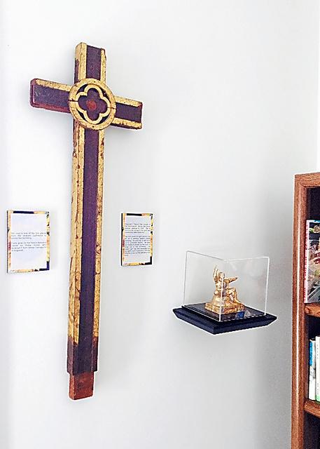 米オハイオ州のウィルミントン大学平和資料センターが所蔵する木製十字架=同センター提供