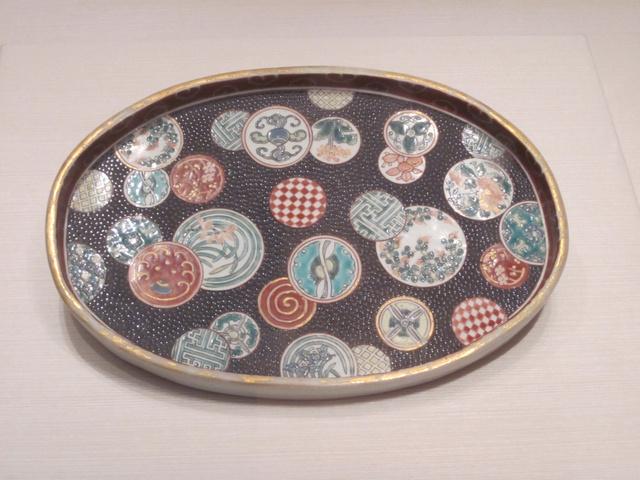 なんとも風変わりな色絵祥瑞草花文楕円皿(いろえしょんずいそうかもんだえんざら)