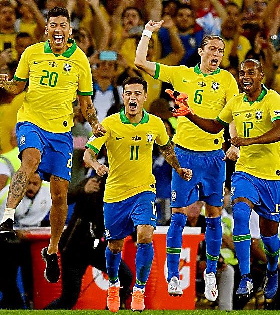 南米選手権を制し、喜ぶブラジルの選手たち=AFP時事