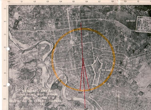 米軍が作成したリト・モザイク。蛇行する広瀬川や「SENDAI AREA TARGET」などの文字が見える。円の半径は1・2キロで、円内右下の白線で囲まれている部分は仙台駅・操車場(米国立公文書館所蔵、工藤洋三さん提供)
