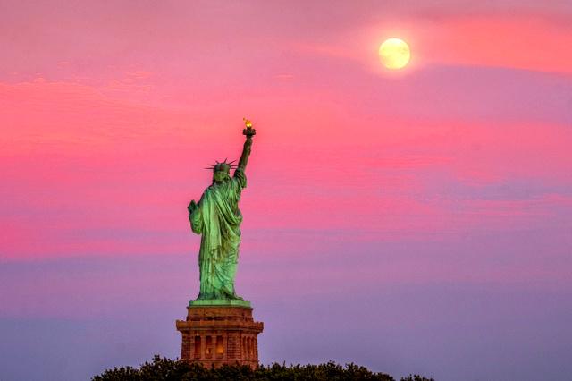 ニューヨークにある自由の女神像=AP
