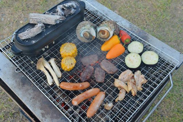 バーベキューはキャンプ料理の定番