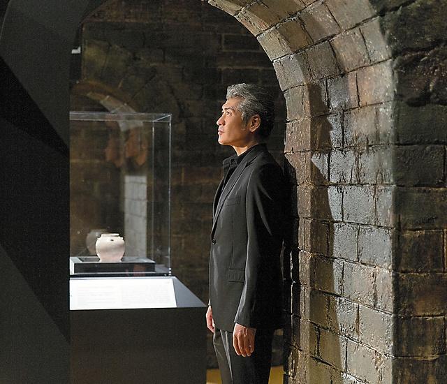曹操高陵の墓室を一部再現した展示室。奥に見えるのは白磁の容器「罐(かん)」