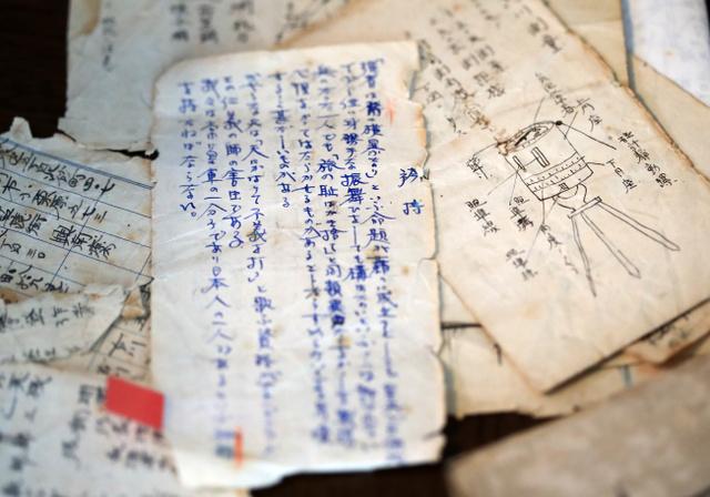 遠藤美幸さんが元日本兵の金泉潤子郎さんから託された従軍手帳=2019年7月29日、東京都中野区、江口和貴撮影