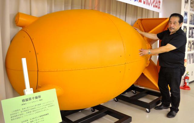 模擬原爆パンプキンの模型の作製にも携わった星貴さん=長岡戦災資料館