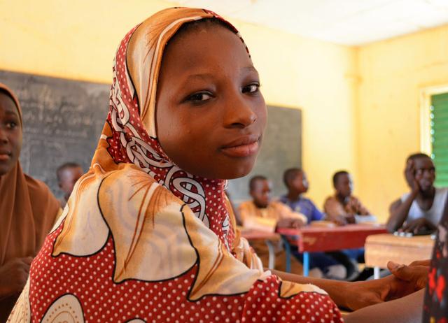1日1食で小学校に通うバダラトゥ・マハマドゥーさん。「知識をつけたら仕事につけるかな」と語った=2019年6月23日、ニジェール・ニアメー、大久保真紀撮影