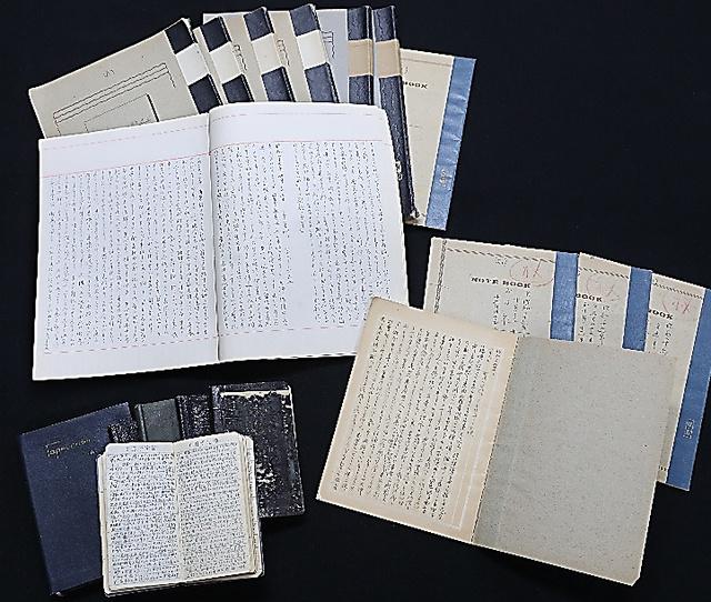 田島道治が昭和天皇とのやりとりを記録した「拝謁記」など