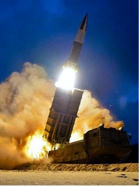 北朝鮮が2019年8月10日の早朝に行った「新兵器」の試射=労働新聞のホームページから
