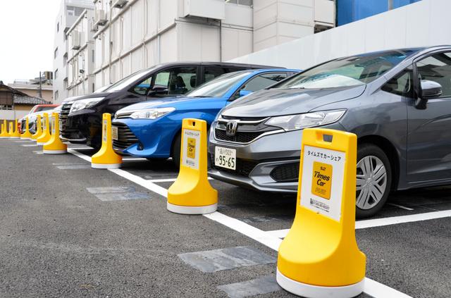 カーシェアの車は街の風景としてすっかり定着した=2019年6月、東京都港区