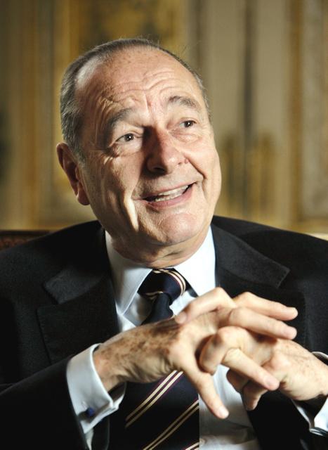 インタビューを受けるフランスのジャック・シラク元大統領