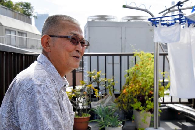みのわマックで施設長を務める伊藤達雄さん。かつてアルコール依存症で入退院を繰り返していた=東京都北区