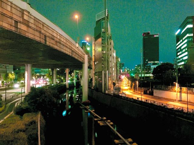 「体内時計のずれ」に登場した竹前翔太郎さんが撮影した夜景。概日リズム睡眠・覚醒障害になると、昼夜が逆転することもある