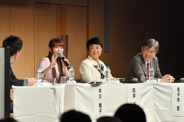 パネル討論。(左から)中川翔子さん、向井千秋さん、佐々木宏さん=東京都港区