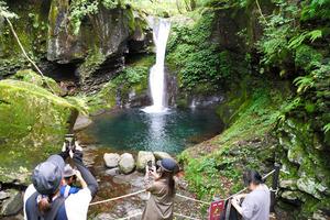 インスタ映え「幻の滝」に飛び込み死亡 低い水温原因か