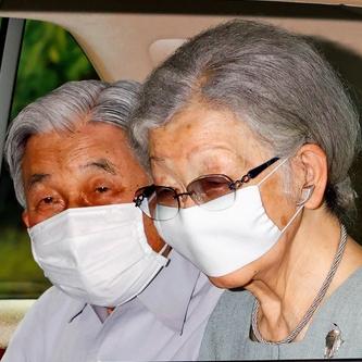 上皇ご夫妻、皇居を訪問 生物学研究所と宮内庁病院へ