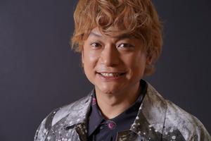 香取慎吾さん、新作の服に「あ!」 ミラノにわくわく
