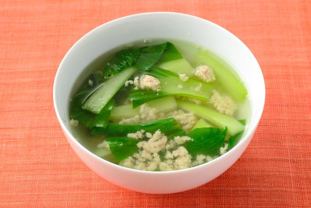 鶏ひき肉と青菜のスープ=渡辺和俊撮影