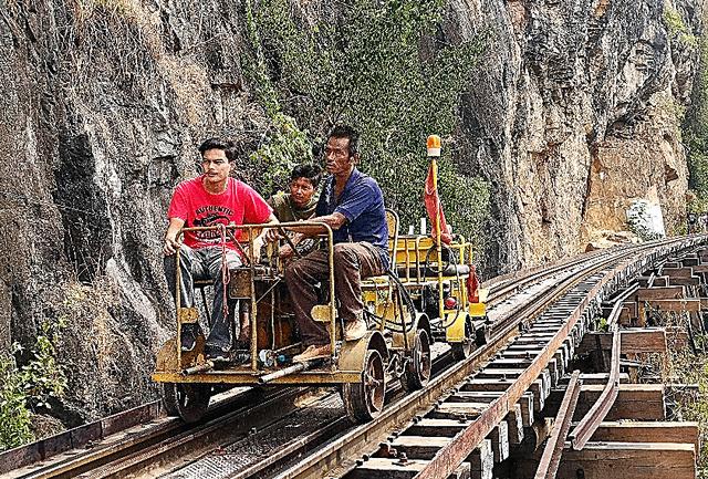 第2次世界大戦中に日本軍が敷設したタイとミャンマーを結ぶ泰緬鉄道。多くの労働者が亡くなった。感染症にも苦しめられた。タイ側には一部の線路が残り、列車も走っている=1月11日、タイ・タム・クラセー(アルヒル)桟道橋付近、いずれも吉岡桂子撮影