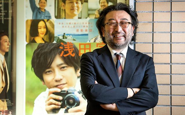 映画はクレジットで判断されるだけに、脚本家がやり玉に挙げられることも。「人知れず追い込まれる脚本家が本来の力を発揮できるよう、メンタル面や発想の転換などで手助けするのが僕の仕事」=東京都中央区、工藤隆太郎撮影