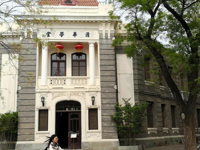 習近平国家主席ら国家指導者や優れた理工系人材を輩出する清華大学。世界大学ランキングでは東京大学より上位でアジアトップを走る。発祥となった清華学堂は、清朝末期に中国人学生の米国留学の準備のための学校として設置された=2019年4月29日、北京・清華大学、吉岡桂子撮影